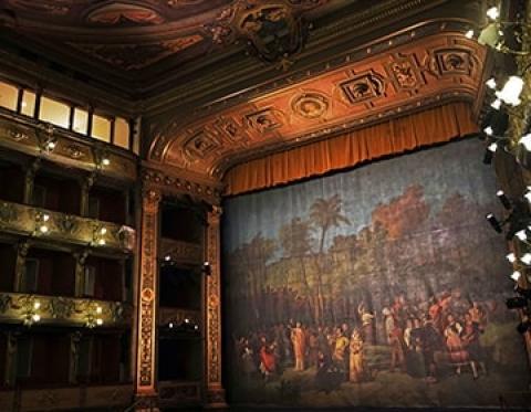 Disfruta los recorridos virtuales y guiados del Teatro Colón